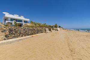 2595 - Beach front